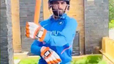 Photo of नीली जर्सी पहनकर रविंद्र जडेजा ने बल्ले से तलवारबाजी करते हुए फैंस को दिया अहम संदेश
