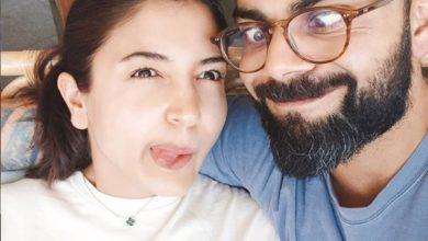 Photo of लॉकडाउन में अपनी पत्नी अनुष्का शर्मा के साथ क्रिकेट खेलते नजर आए विराट कोहली, देखें वीडियो